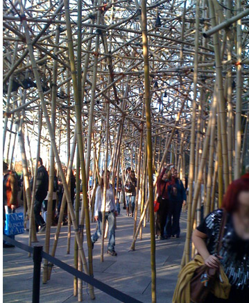 Under the Big Bambú sculpture